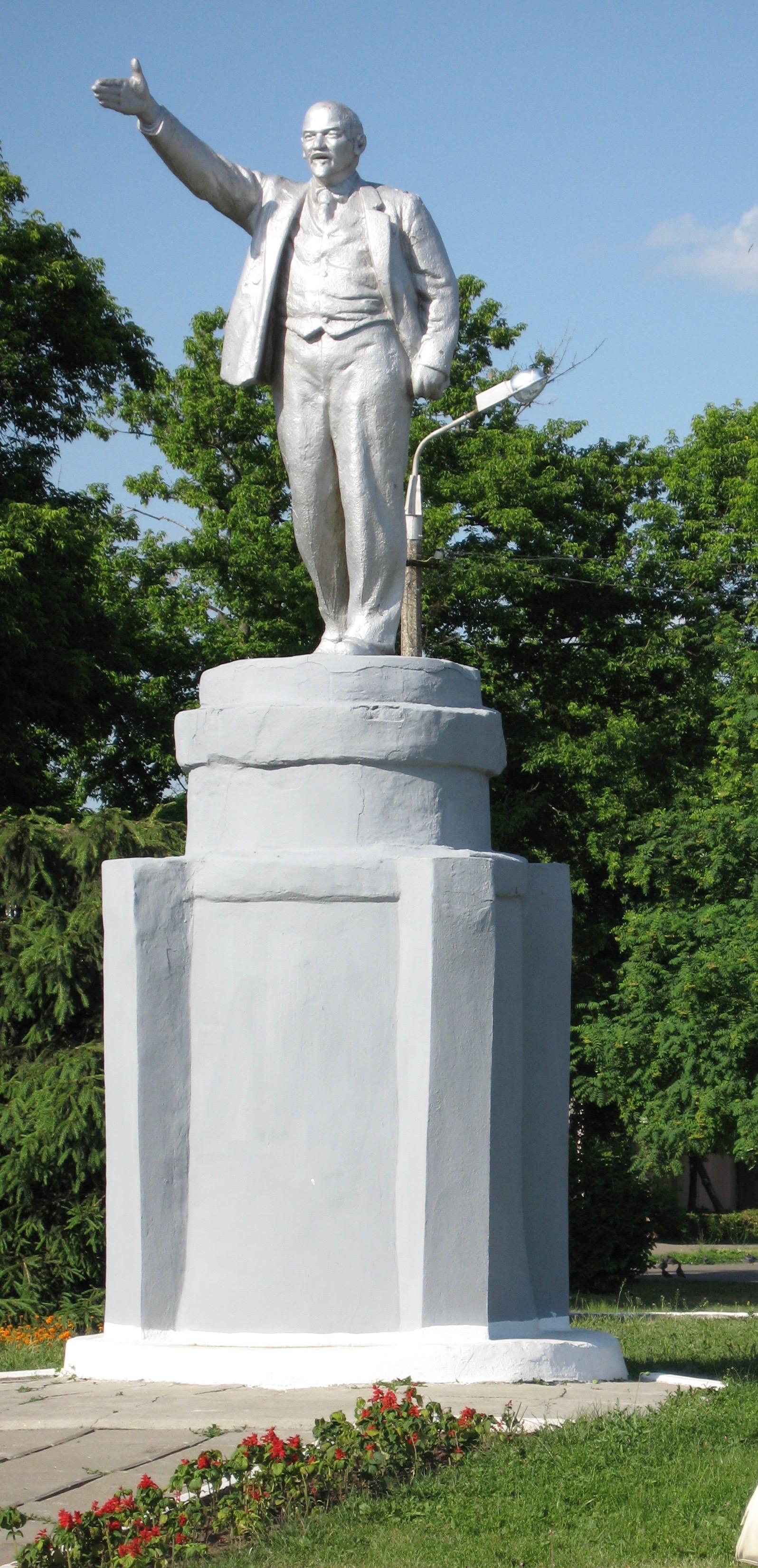 Это памятник не в Брянске ,а в Бронницах