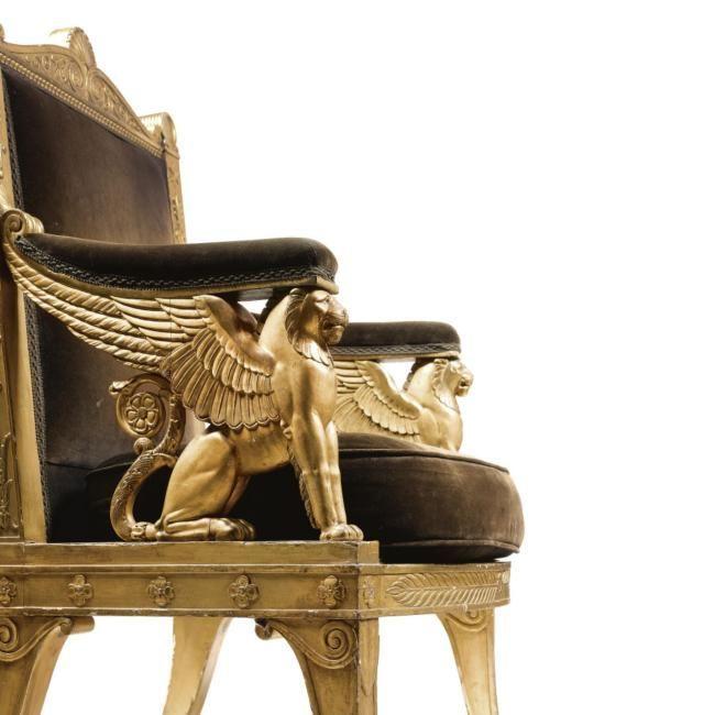 Львы в мебели