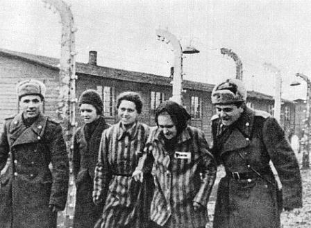 освобождение-узников-Освенцима-Красной-армией1