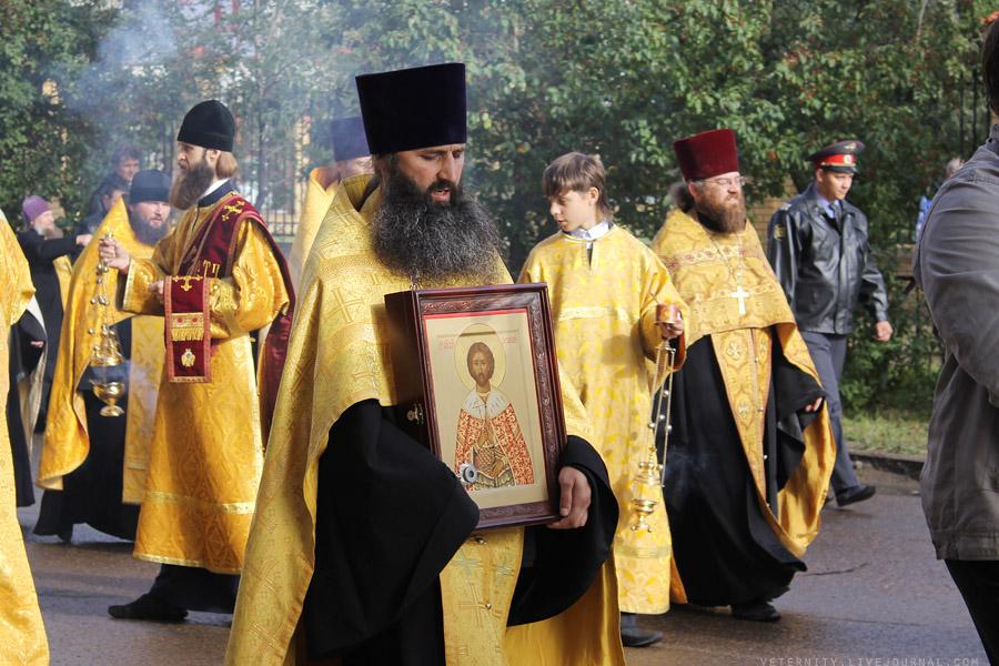 Крестный ход в рамках III Международную православную выставку-ярмарку «От покаяния к воскресению России» (12 сентября 2013)