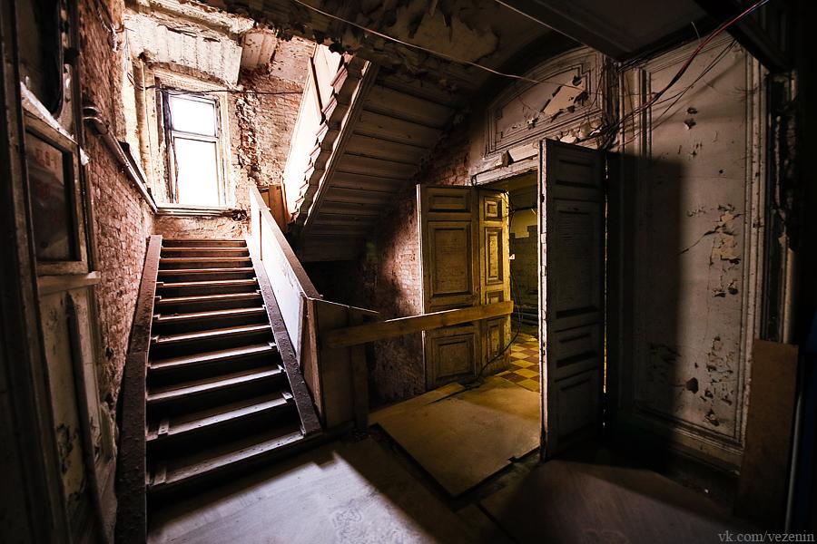 иногда очень фото подъездов в старинных домах можно только края