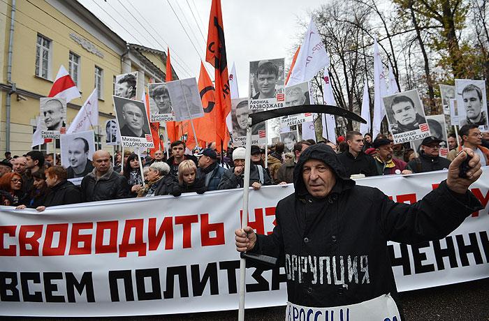 27 октября, воскресенье, Москва, день. До демократии далеко. 700ht_Ak