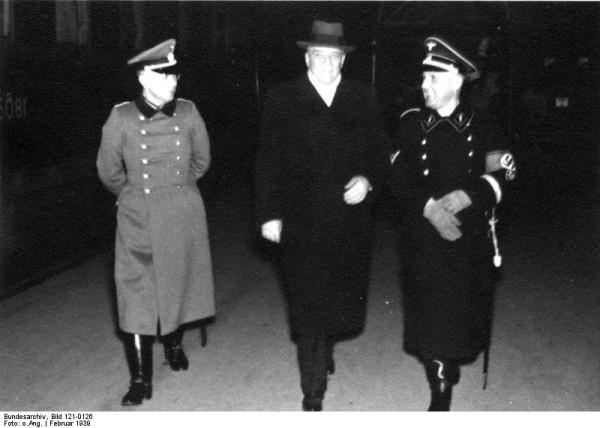 Bundesarchiv_Bild_121-0126,_Berlin,_Besuch_der_ungarischen_Polizeiabordnung