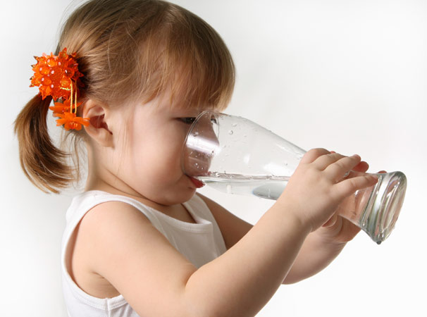 Little-girl-drinking-water