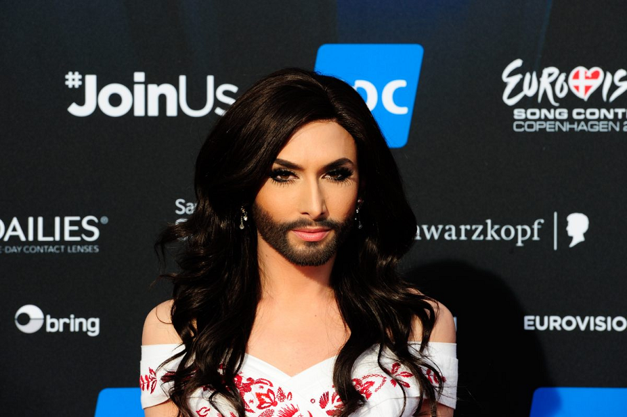 В Европе победила певица с бородой Кончита. К чему бы это? euro_r45_44545