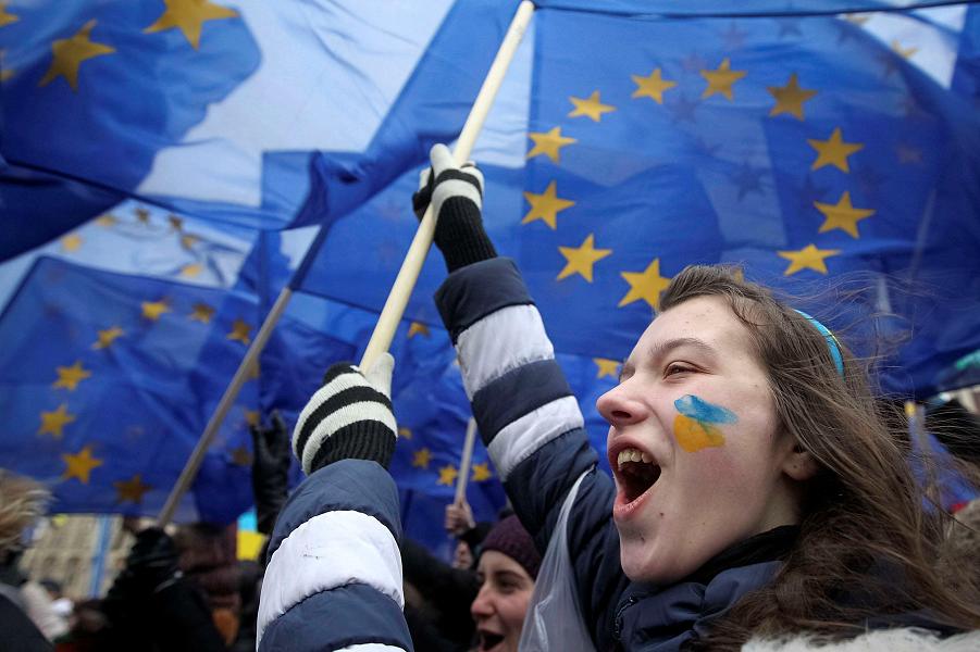 Украина идет в ЕС и НАТО.png
