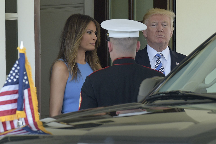 Трамп наблюдает за отъездом президента Панамы из Белого дома, 19 июня 2017.png