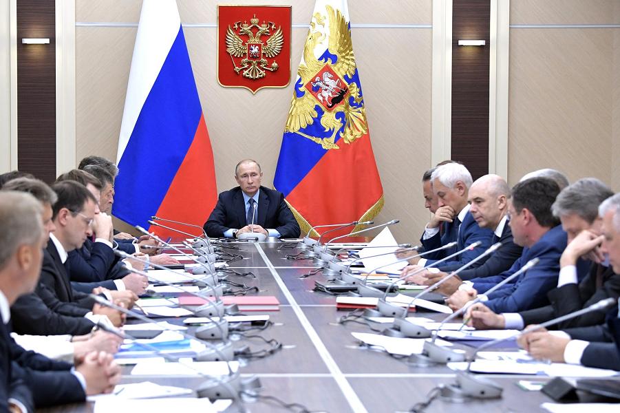 Совещание с членами правительства в Ново-Огарево 27.07.17.png
