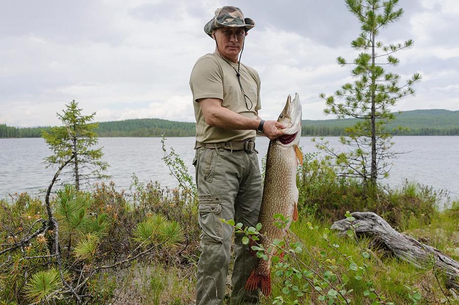 Путин ловит рыбу.png