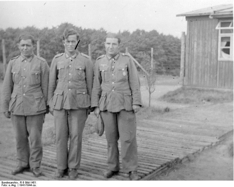 Bundesarchiv_R_6_Bild-1451,_Lager_Schwarzsee,_Armenische_Freiwillige.png