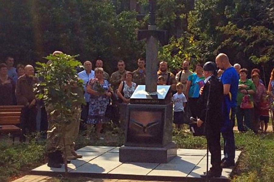 Памятник воинам АТО в Киеве.png