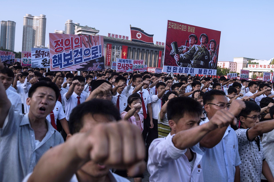 Митинг против США на площади Ким Ир Сена в Пхеньяне 9.08.17.png