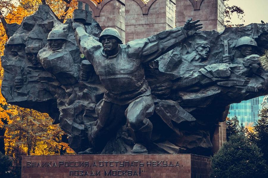 Памятник 28 панфиловцам в Алма-Ате, скульптор В.В. Андрющенко.png