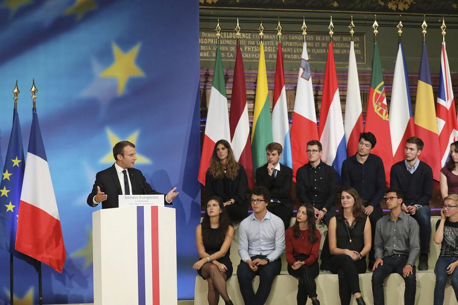 Макрон говорит в Сорбонне о ЕС.png