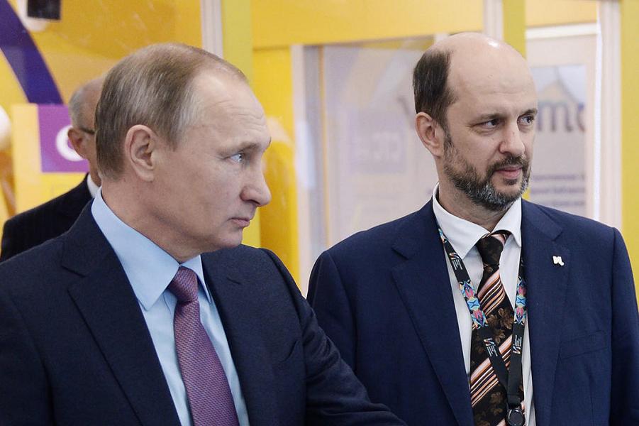 Путин и его советник по интернету Герман Клименко.png