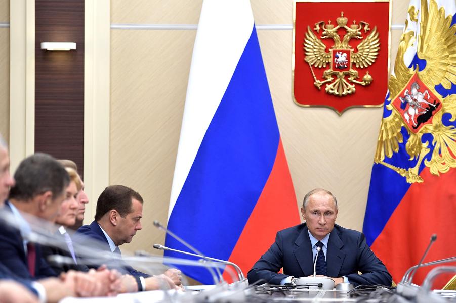 совещание с членами правительства 27.09.17, разнос Дворковичу и Соколову.png