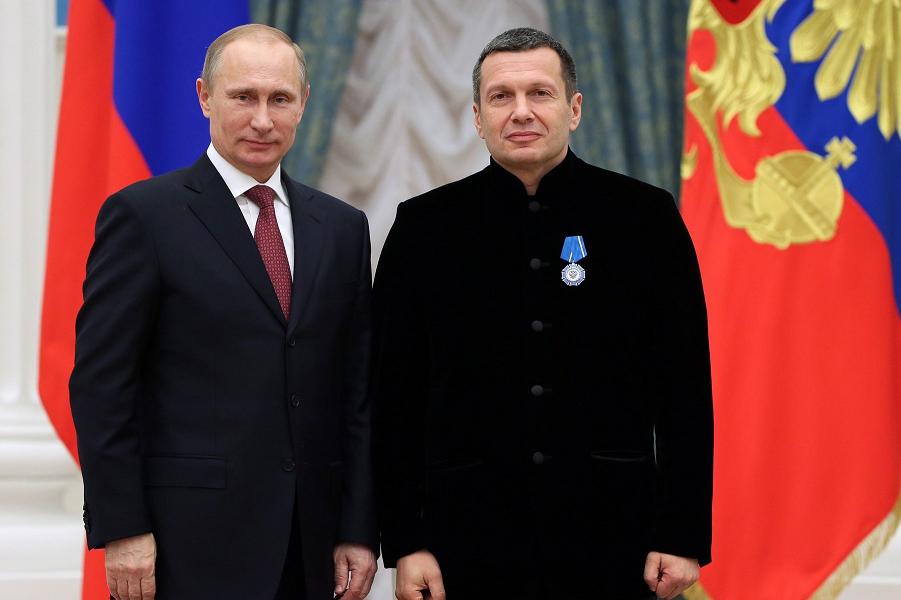 Путин наградил Владимира Соловьева.png