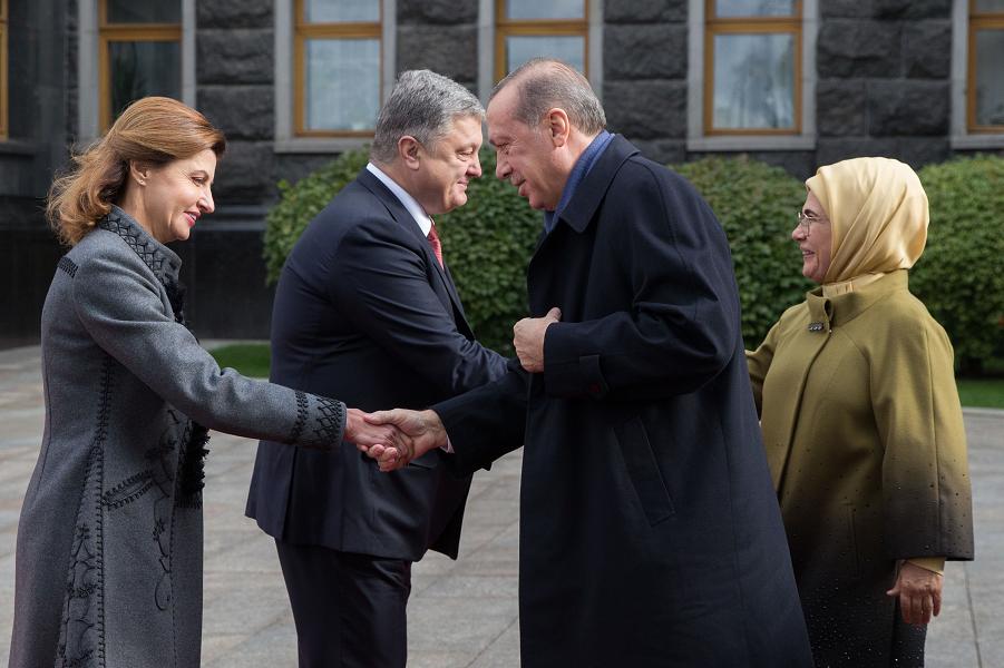 Эрдоган и Порошенко с супругами, 9.10.17.png