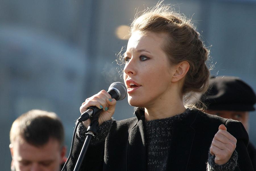 Ксения Собчак на митинге.png