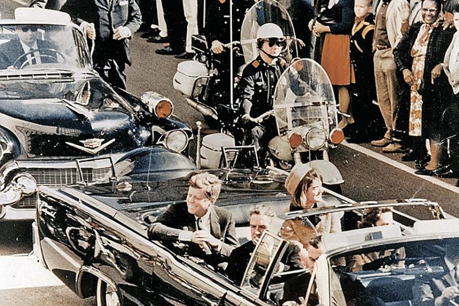 Кеннеди в Далласе перед убийством.png