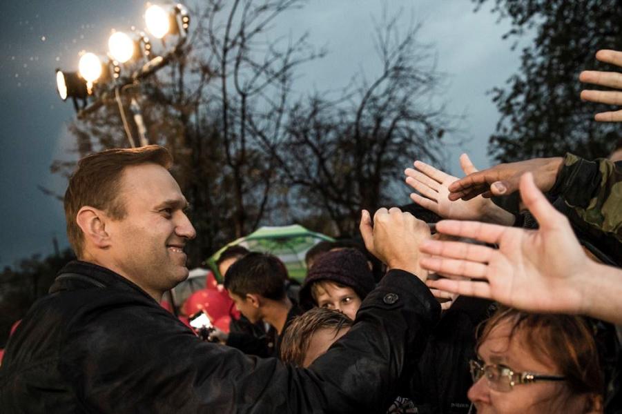 Навальный на митинге.png