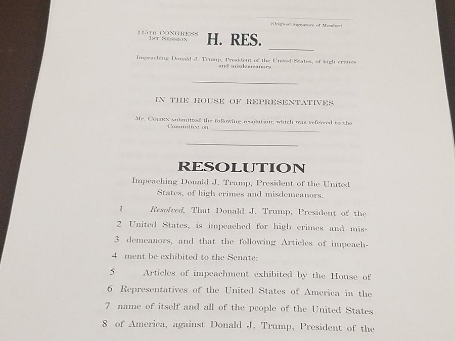 Резолюция, призывающая к слушаниям по импичменту.png