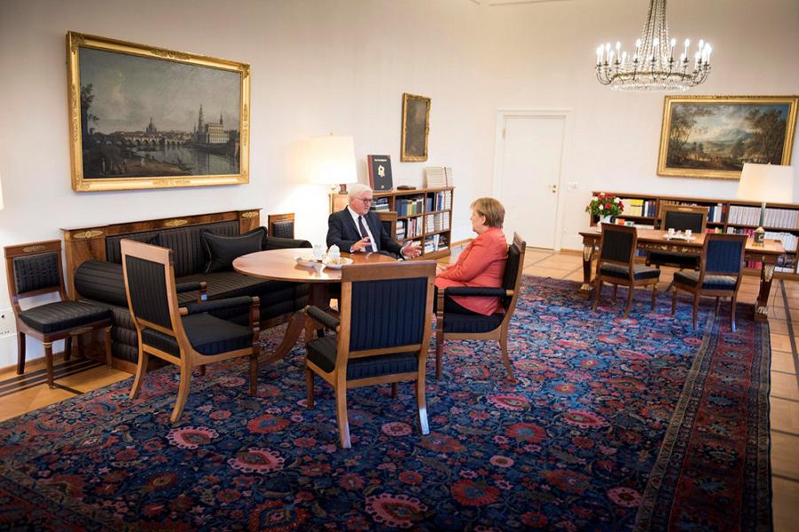 президент Штайнмайер принимает канцлера Меркель.png
