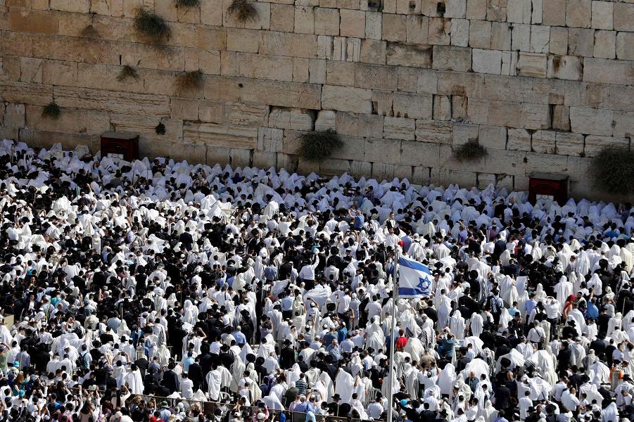 Евреи у западной стены в праздник Суккот, 8.10.17.png