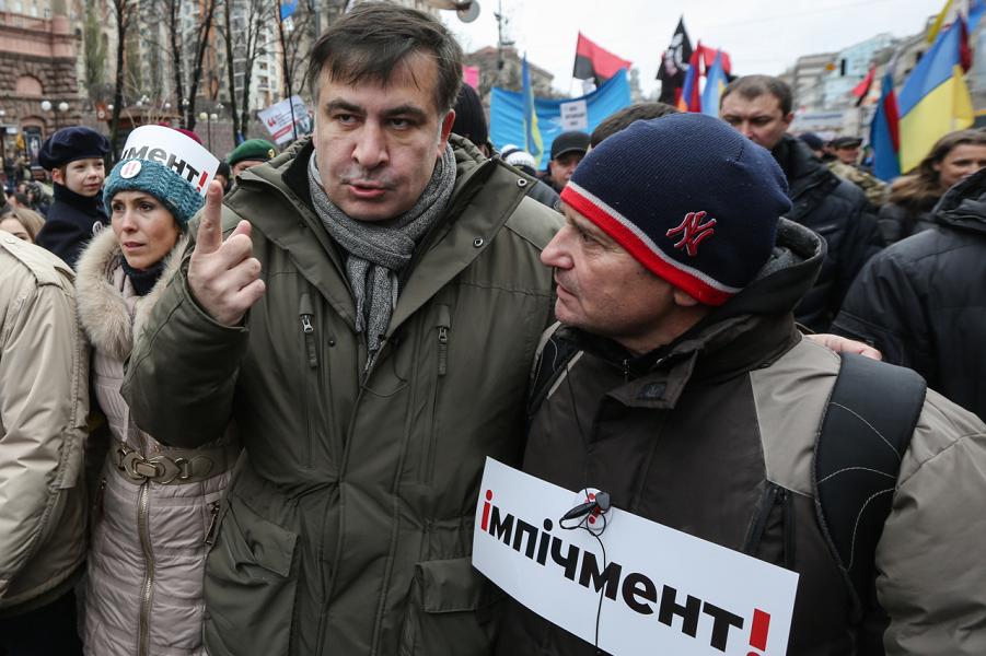Саакашвили на марше.png