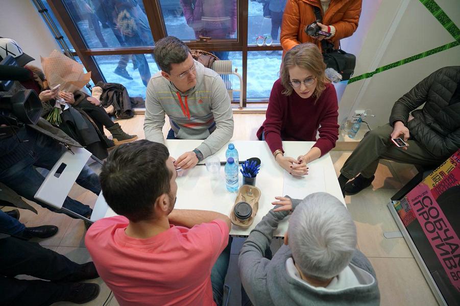 Собчак на открытии штаба в Екатеринбурге, 16.12.17.png