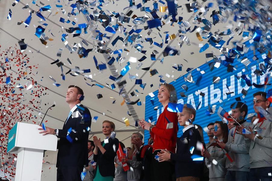 Навальный в Серебрянном бору с инициативной группой, 24.12.17.png