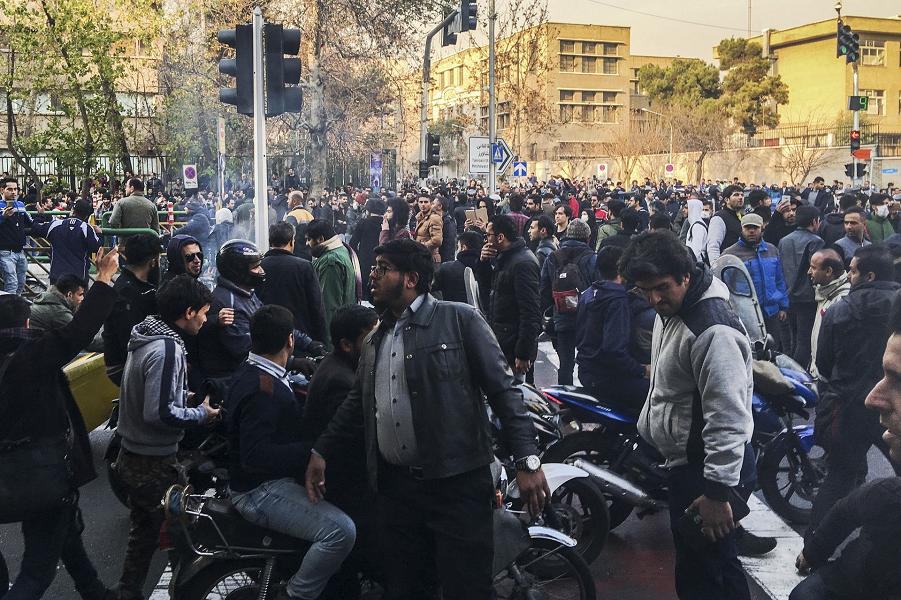 Протестующие в Тегеране,30.12.17.png
