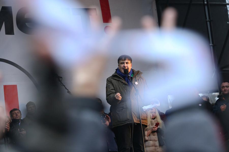 Саакашвили на митинге.png