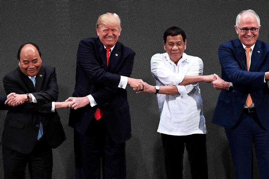 Трамп на открытии 31-го саммита АСЕАН в Маниле, 13.11.17.png
