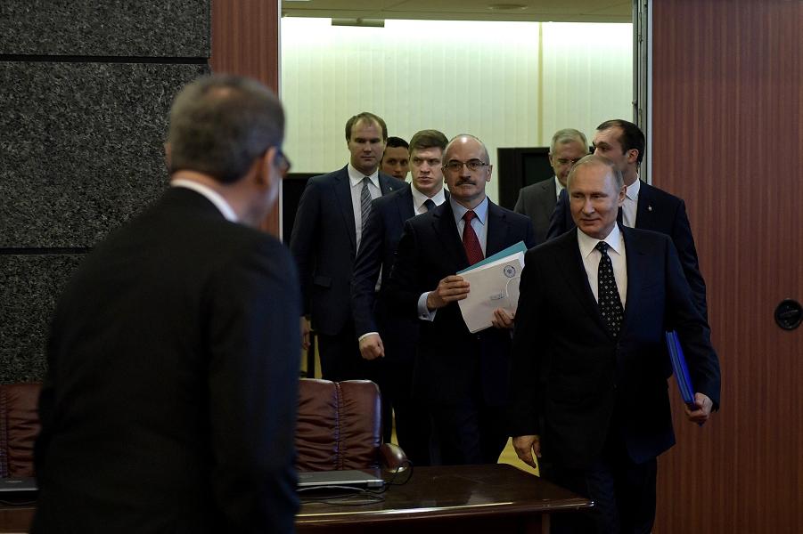 Путин принес документы в ЦИК 27.12.17.png