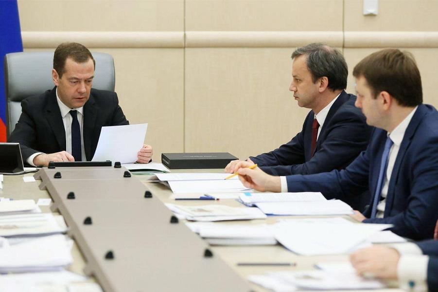 Медведев, Дворкович и Орешкин.png