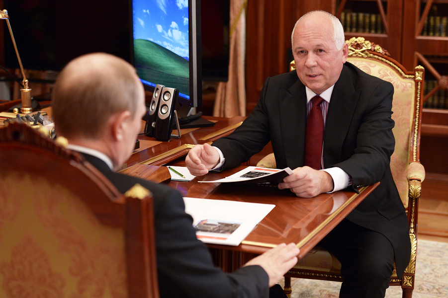 Глава Ростеха Сергей Чемезов у президента Путина.png
