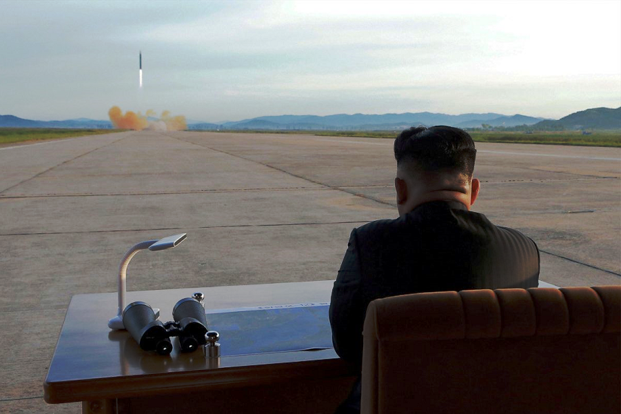 Ким Чен Ын на запуске.png