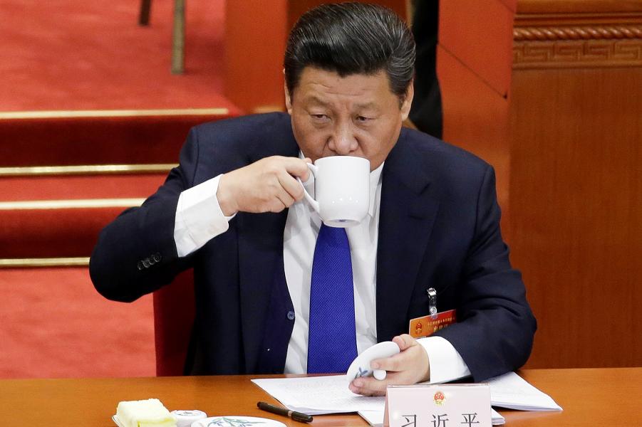 Си Цзиньпин на сессии ВСНП.png