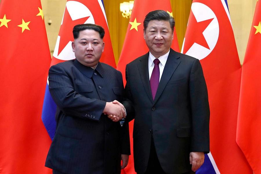 Ким Чен Ын и Си Цзиньпин во время визита, март  2018.png