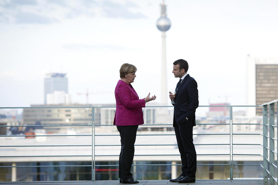 Меркельи Макрон в Берлине.png