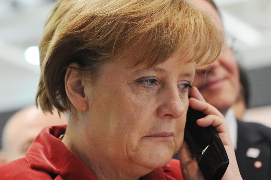 Меркель и телефон.png