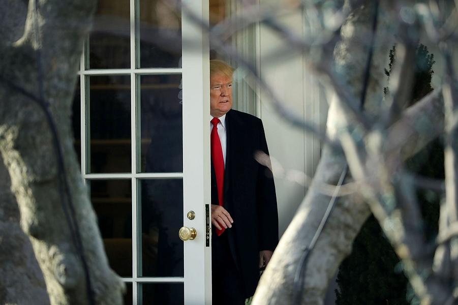 Дональд Трамп в Белом доме, декабрь 2017.png