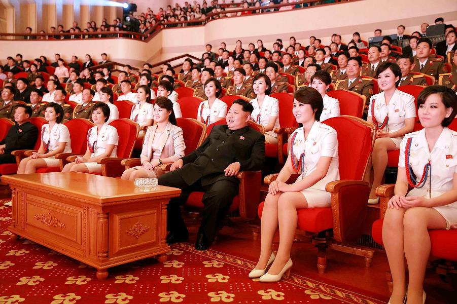 Ким Чен Ын в театре.png