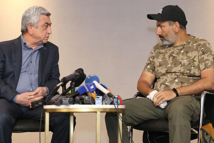 Пашинян и премьер Серж Саркисян.png