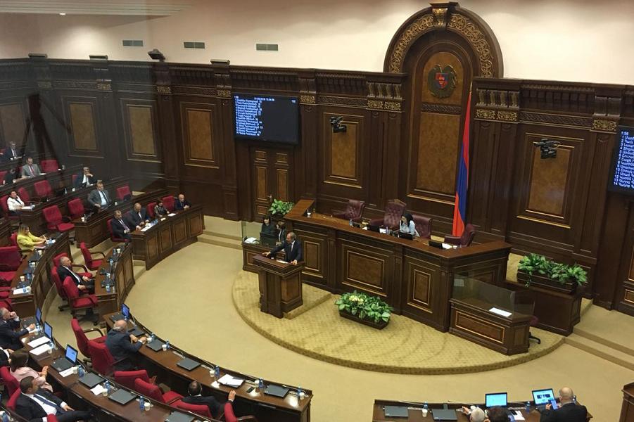 Выступает кандидат в премьеры Пашинян, 1.05.18.png