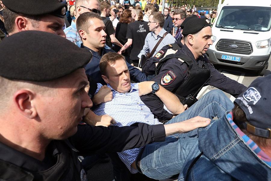 Задержание Навального 5 мая на Пушкинской площади в Москве.png