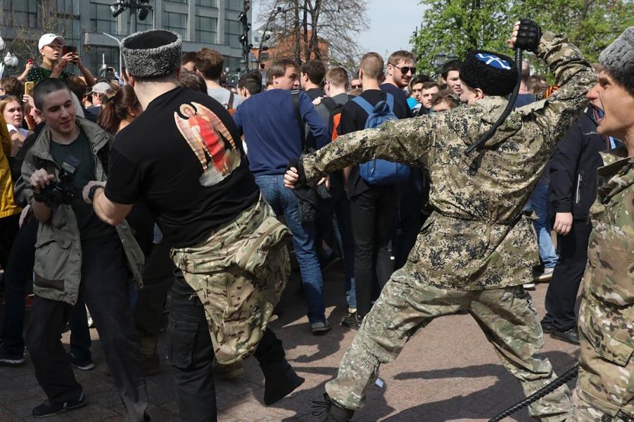Казаки 5 мая 2018 на Пушкинской площади в Москве.png