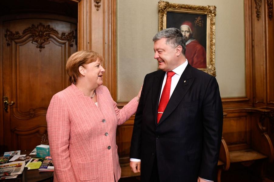 Petr-Poroshenko-i-Angela-Merkel.png