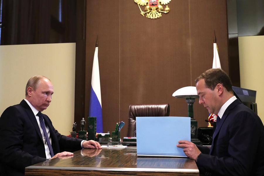 Медведев утверждает состав правительства, 18.05.18.png